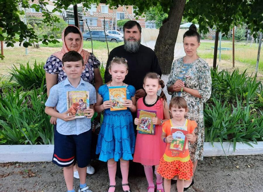 Каневской храм провёл благотворительную акцию для детей